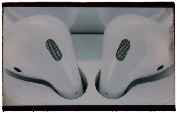 Apple's new wireless Airpods